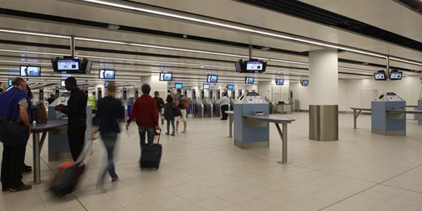 احذر عدم وضع التعريف على الحقائب - احذر هذه الاشياء داخل المطار
