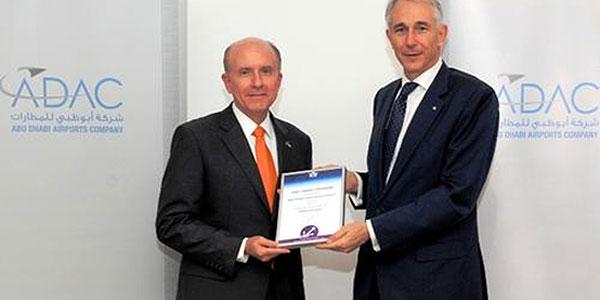 James Bennett, CEO, Abu Dhabi Airports Company, receives the Fast Travel Gold Award from Tony Tyler, IATA CEO.