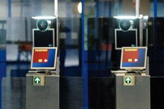 UK government report criticises iris scanning e-gates