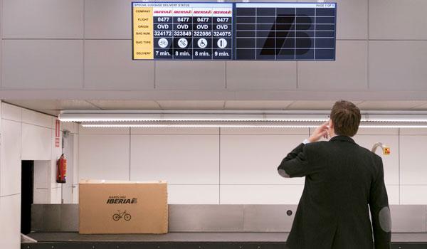 Madrid-Barajas Terminal 4 - oversized baggage on new display screens